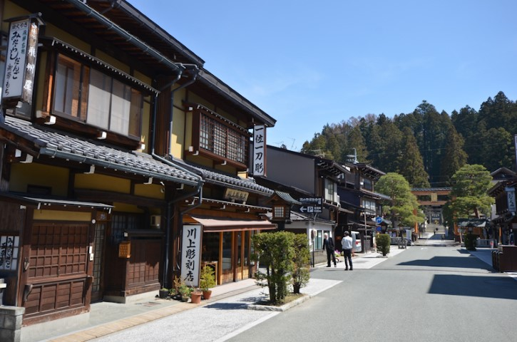 Street leading up to Sakurayama Hachimangu Shrine